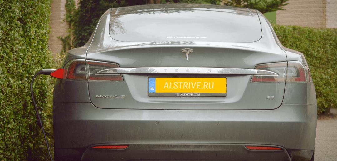 «Связной» будет продавать электромобили Tesla